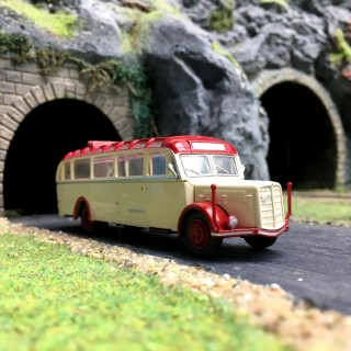 Bus Saurer BT4500 Panoramique-HO-1/87-Starline Models 580706