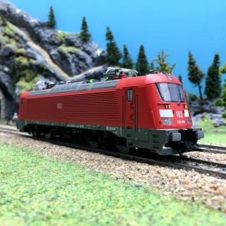 Locomotive BR102 (Sköda 109 E) Ep VI DB digital son-HO 1/87-TRIX 22195