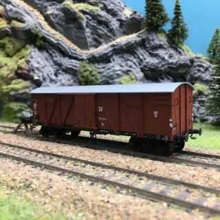 Wagon couvert DR Ep III-HO 1/87-REE WB527