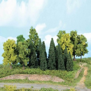 Forêt de 22 sapins 5 à 12 cm- N 1/160-HEKI 1958