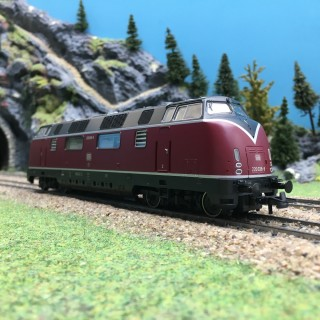 Locomotive BR220 DB Ep IV 3R-HO-1/87-ROCO 58680