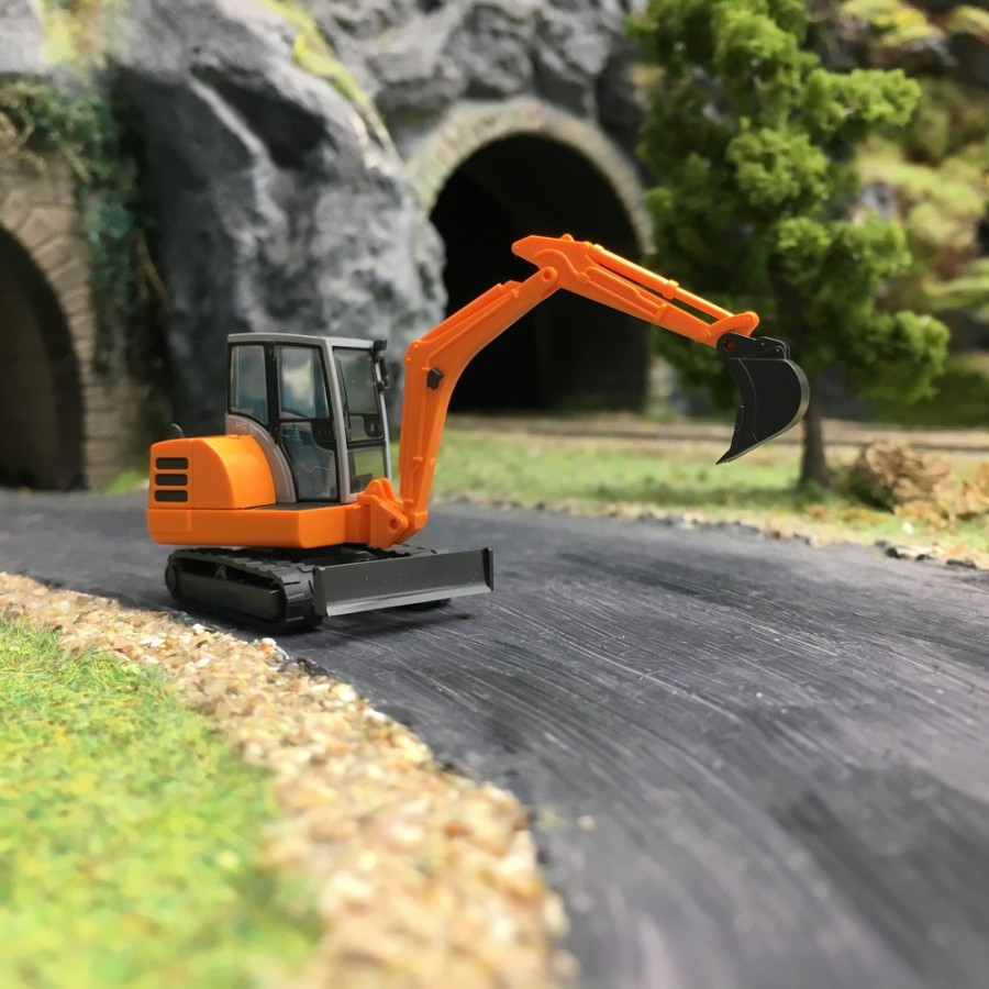 Wiking Mini-Pelle HR 18 orange avec 2 outils Echelle 1//87 HO