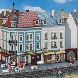 2 grandes maisons de ville avec commerce-HO 1/87-FALLER 130703