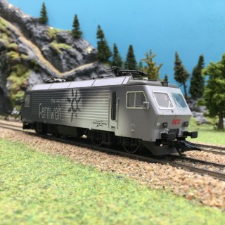 Locomotive Re 4/4 IV SOB Ep VI digital son 3R-HO 1/87-MARKLIN 37301