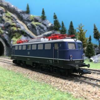 Locomotive BR110 263-1 DB Ep IV digital son 3R-HO 1/87-MARKLIN 37108