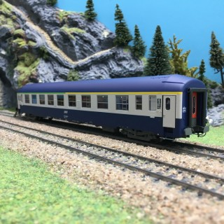 Voiture UIC Couchette SNCF Ep IV A4/4B5-HO 1/87-REE VB218