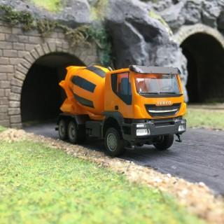 Camion toupie à béton IVECO Trakker-HO 1/87-HERPA 310000