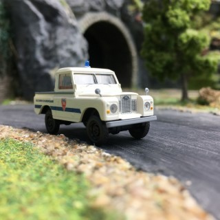 """Land Rover '88 """"Police CRS""""-HO 1/87-BREKINA 13863"""