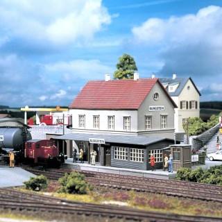 "Gare type ""Burgstein""-HO 1/87-PIKO 61820"