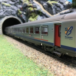 2 voitures Corail Vtu TER Bourgogne CL1/CL2 Ep VI SNCF-HO 1/87- PIKO 58654