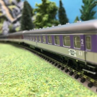 5 voitures pour l'express D 730 Ep IV DB-N 1/160-MINITRIX 15473