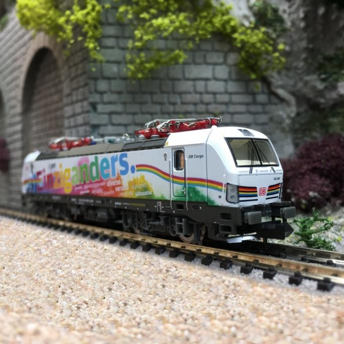 """Locomotive Vectron """"Einziganders"""" DB Ep VI-N 1/160-HOBBYTRAIN H3011"""