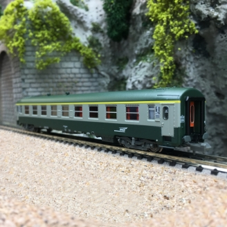 Voiture A9 UIC SNCF Ep V - N 1/160 - REE NW177