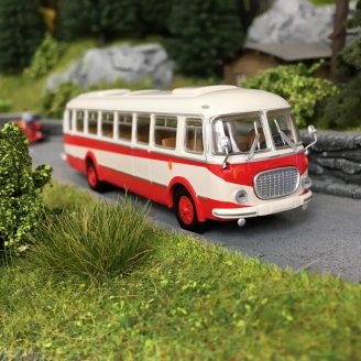 Bus Skoda 706 RTO Blanc/Rouge-HO-1/87-Starline Models 58257
