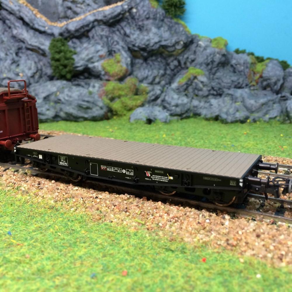 Wagon porte char avec ridelles à monter Roco - ep III - HO 1/87