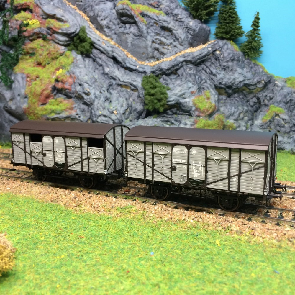 2 wagons couverts planche Ree Modèles - PLM ep II - HO 1/87